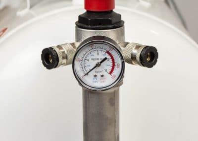 Die easy Kolbenkompressoren mit 100 Liter Behälter haben einen Druckminderer mit doppelanschluß und Nachreiniger.